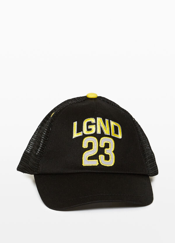 Baseball cap with mesh