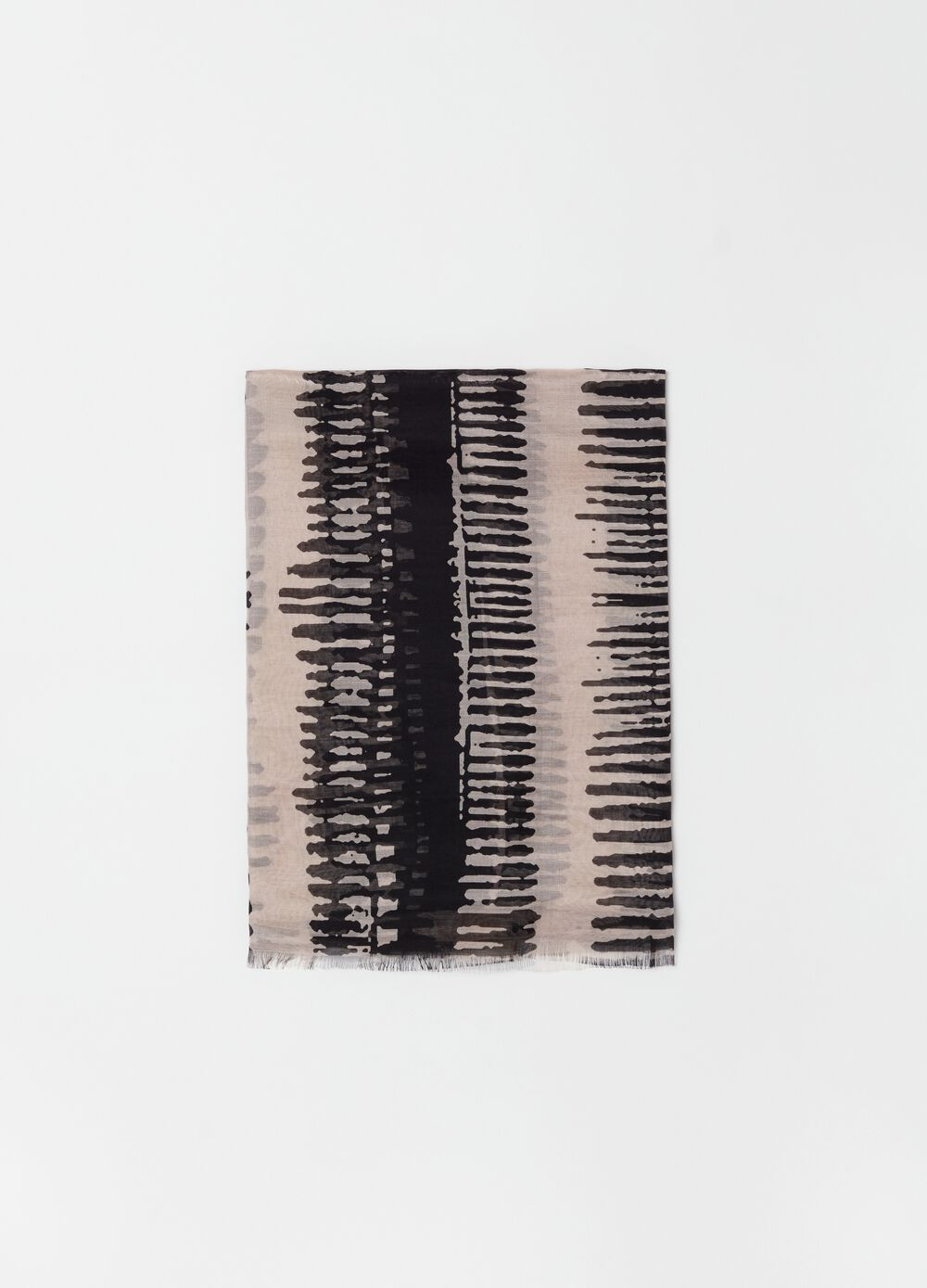 Patterned pashmina with fringed edges