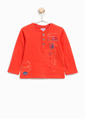 T-shirt in cotone con stampa e patch