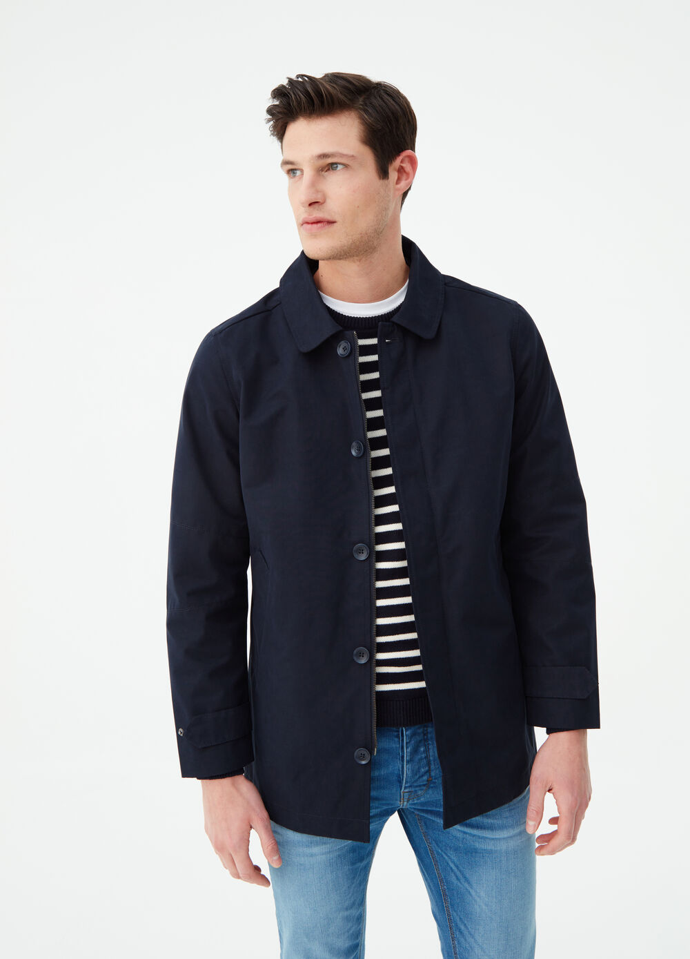 Coat with bluff collar and pockets