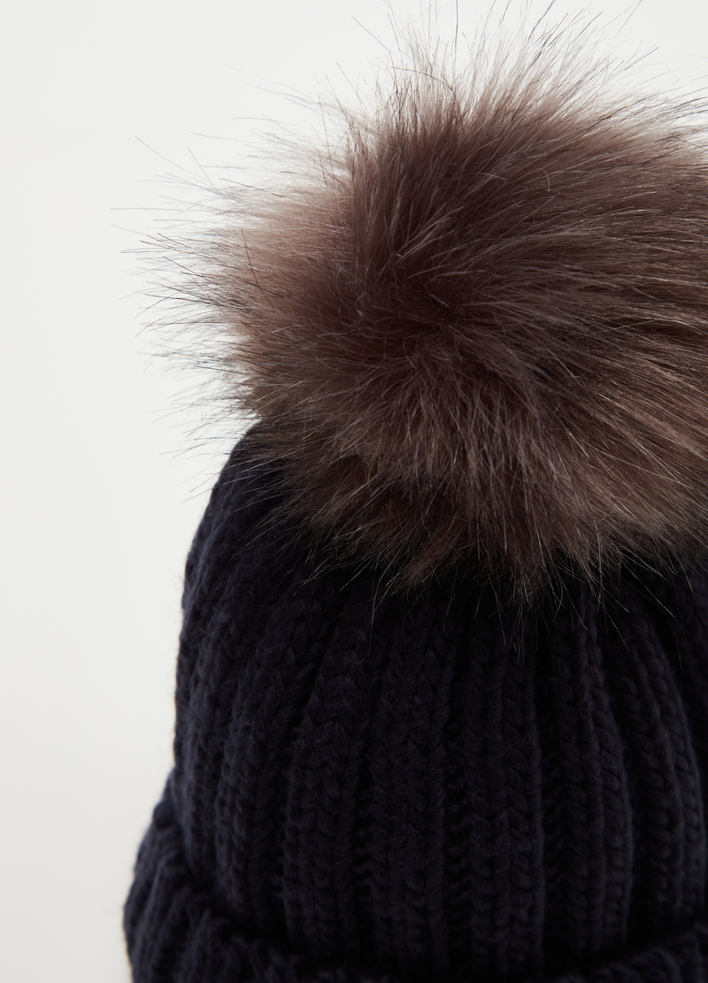 Ribbed knitted hat with pompom image number null