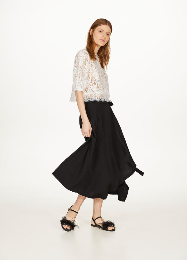 Skirt with belt tied at the sides