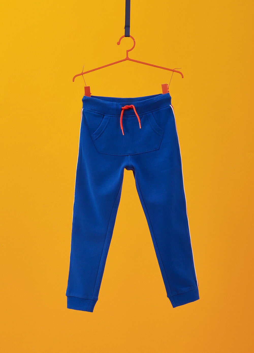 Solid colour trousers in 100% cotton with bands