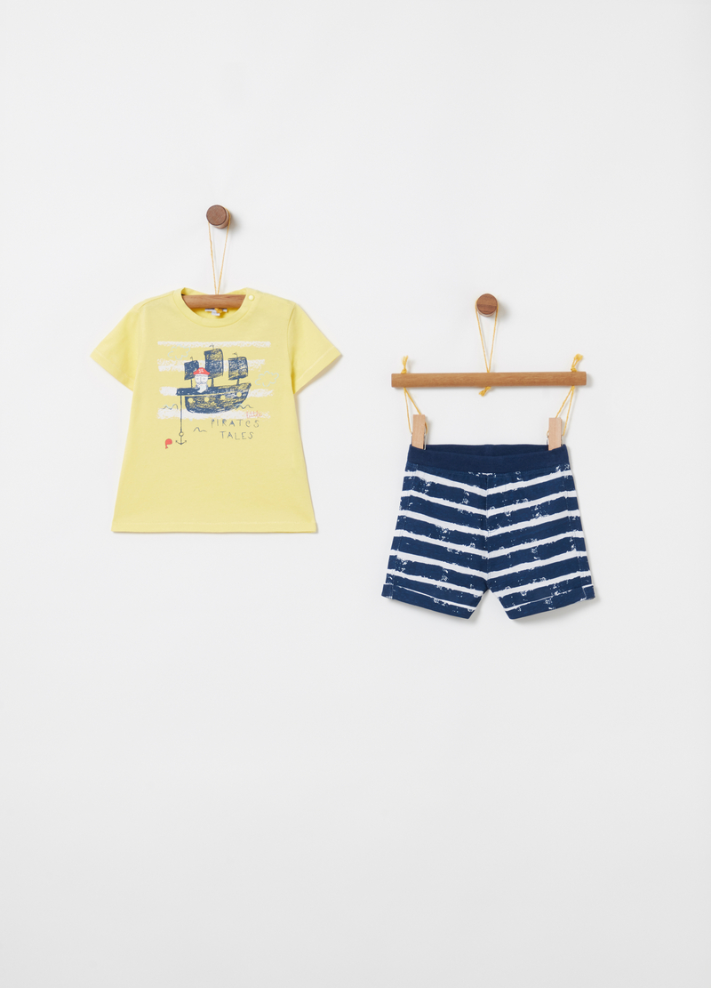 Jogging set with T-shirt and shorts with stripes and print image number null