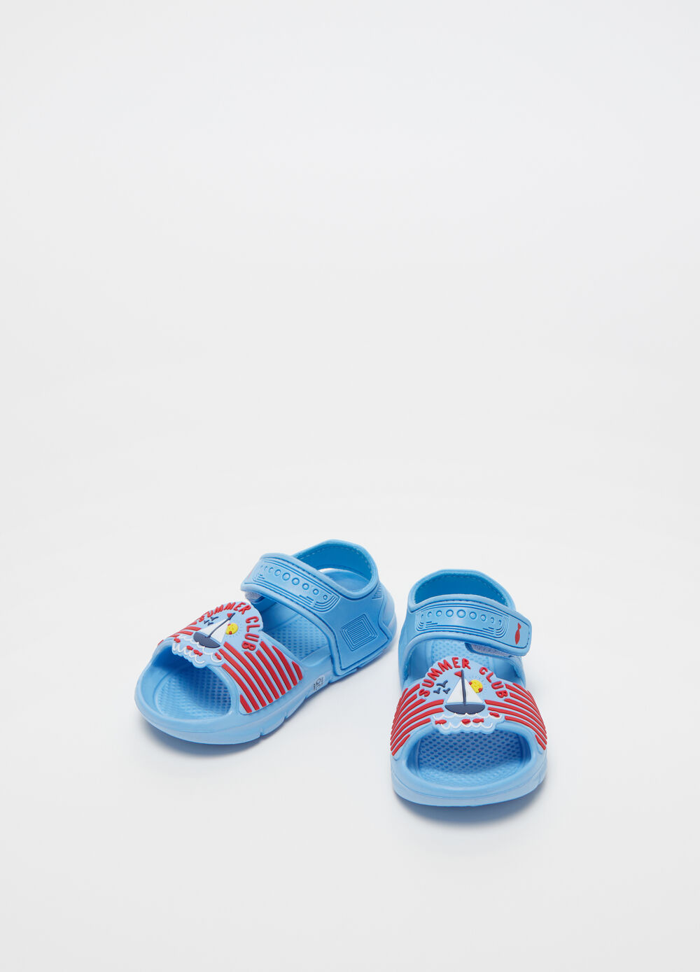 Sandals with straps and print applications