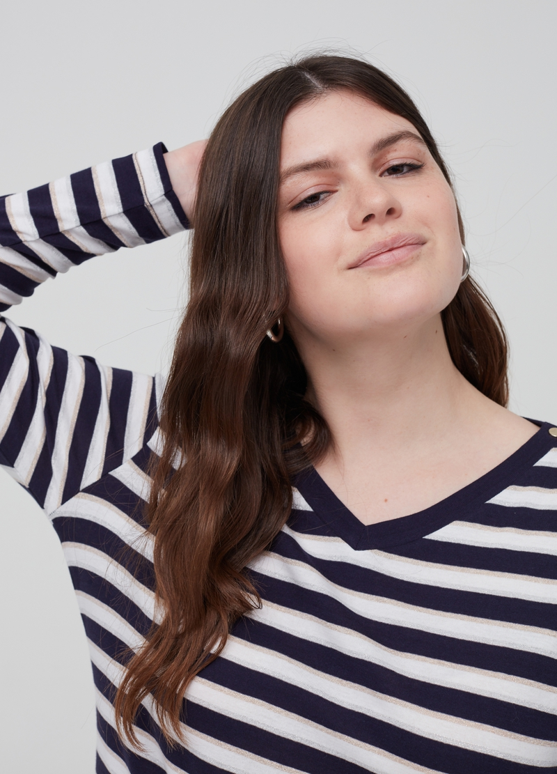 Curvy T-shirt with striped V-neck image number null