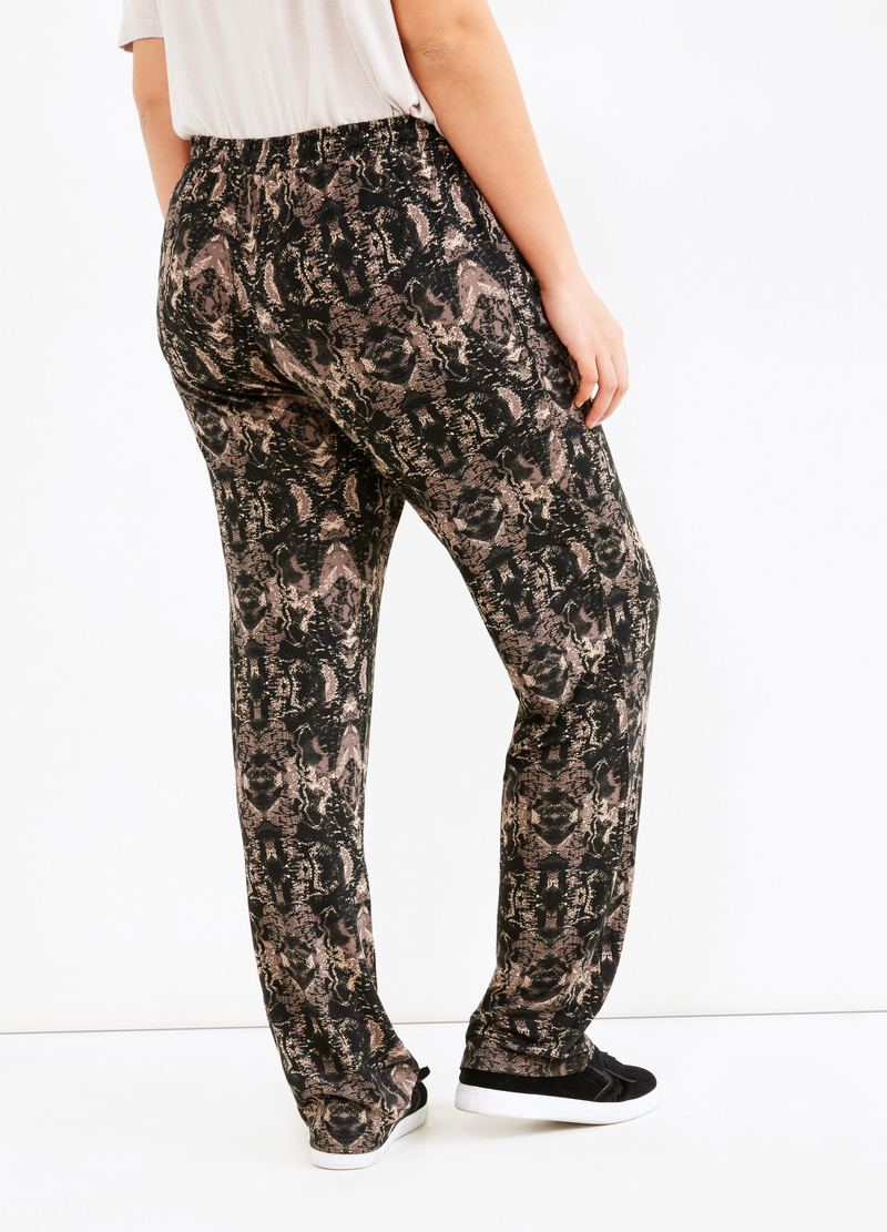 Curvy trousers with pattern in contrasting colour image number null