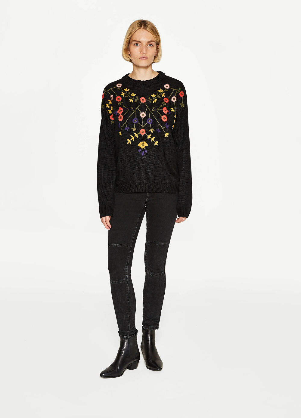 Knit pullover with floral embroidery