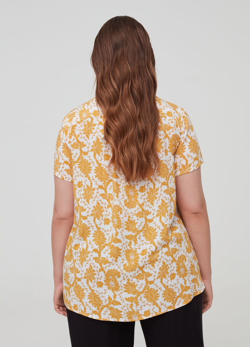 Curvy blouse with short sleeves image number null