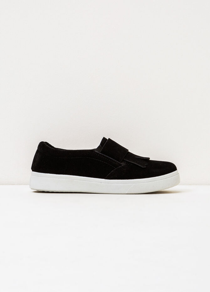 Solid colour slip-ons with contrasting sole.