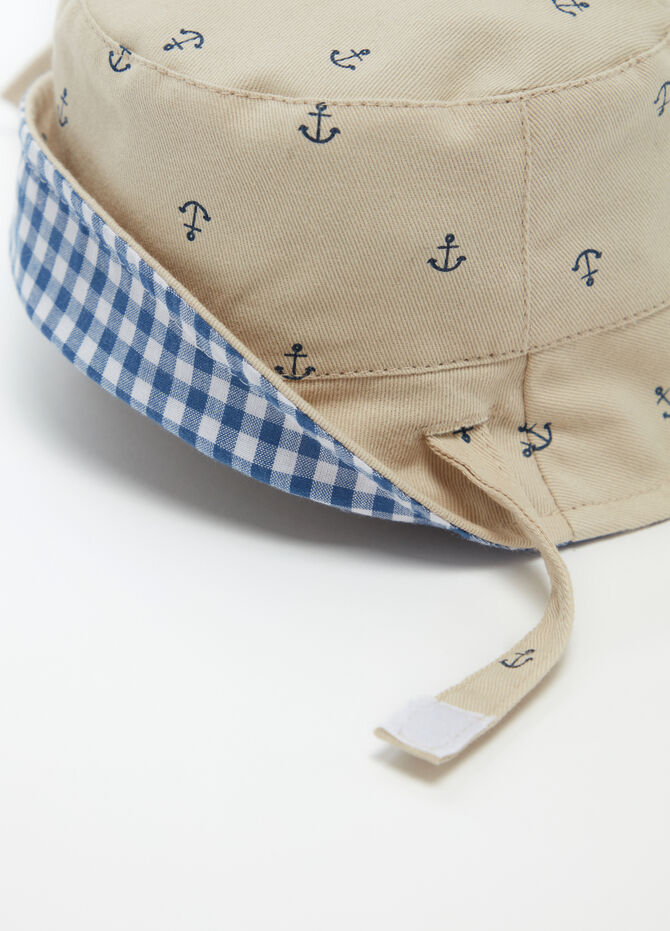 Fishing hat with anchor pattern