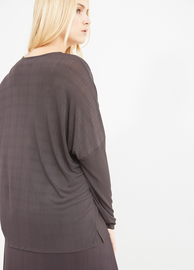 Curvy V-neck T-shirt in 100% viscose image number null