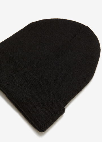 Solid colour knitted hat