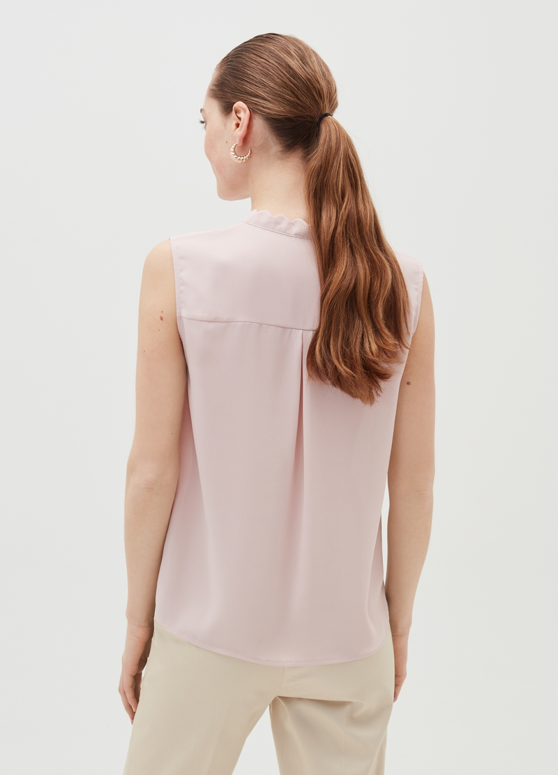 Sleeveless blouse with wavy neckline image number null
