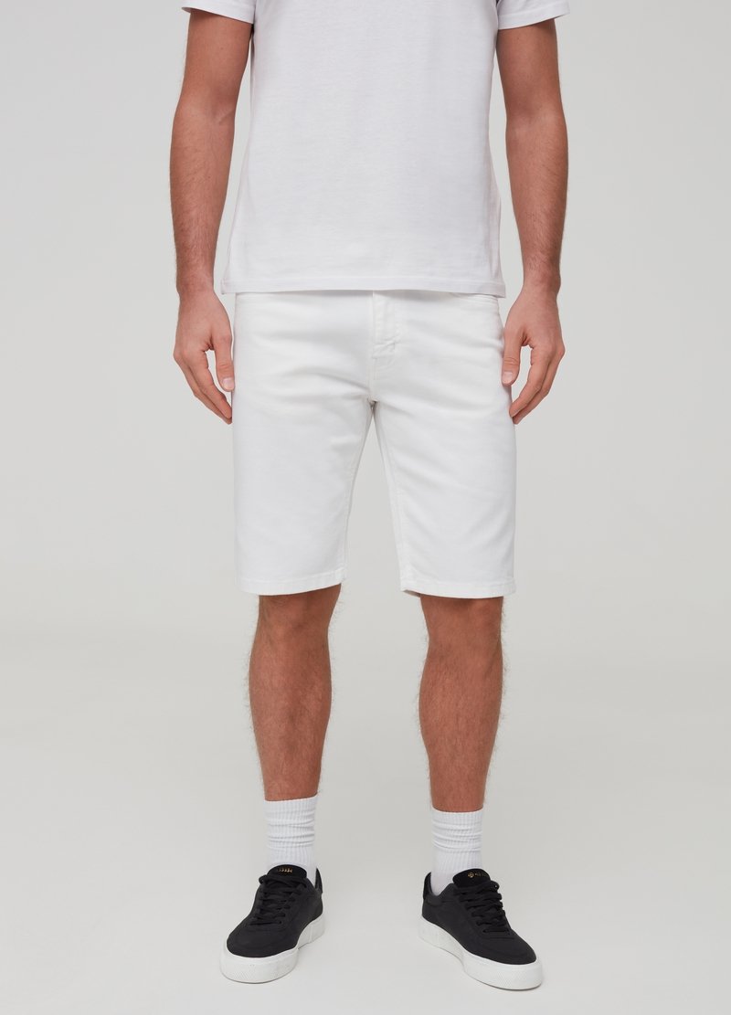 Straight-fit Bermuda shorts with five pockets image number null