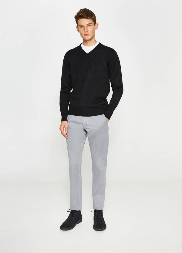 Pantaloni chino regular fit in cotone | OVS