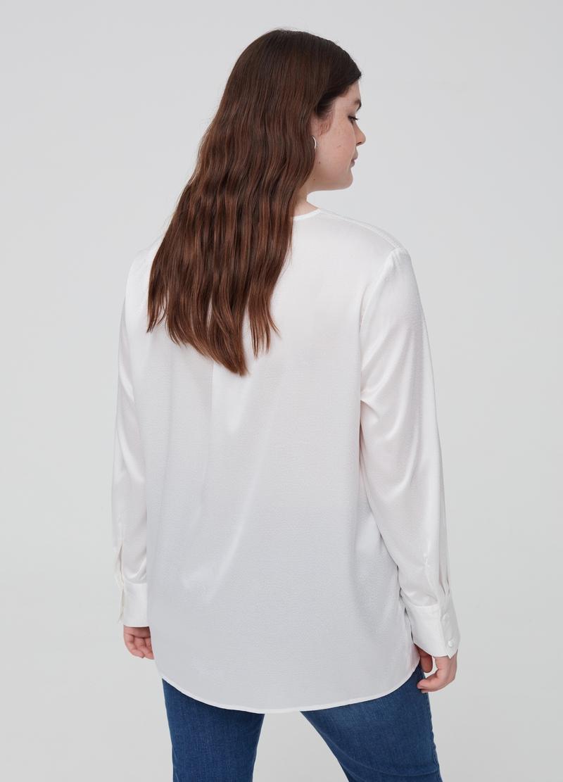 Curvy stretch blouse with satin effect image number null