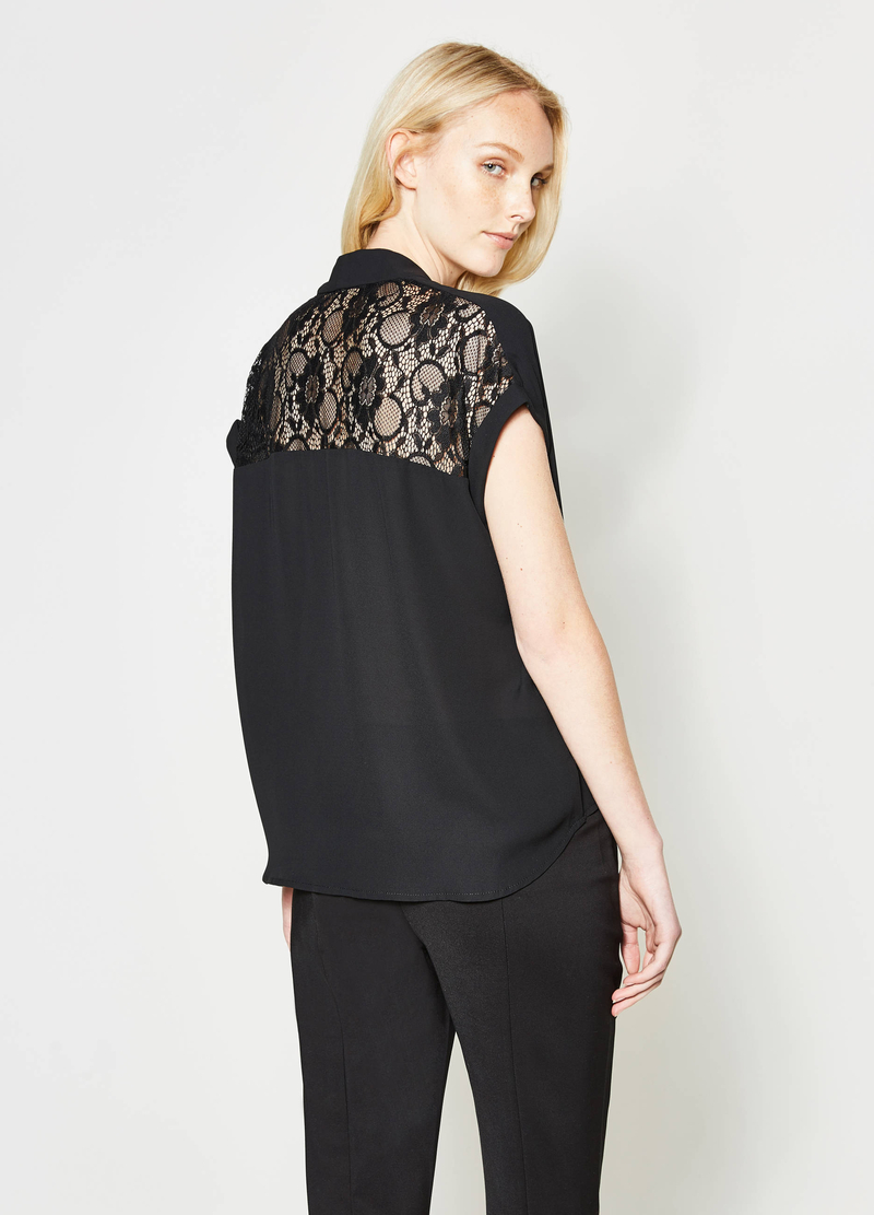 Blouse with lace and crossover baffle image number null