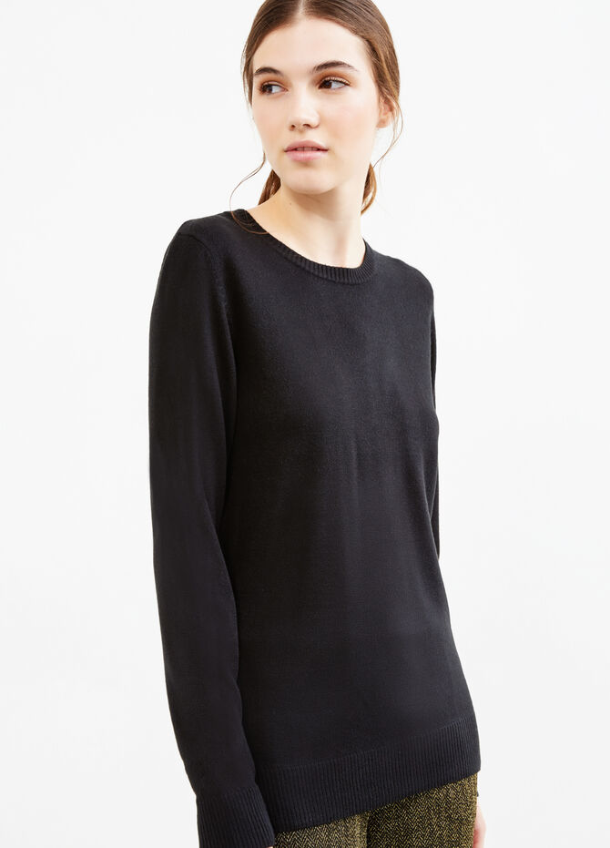 Solid colour pullover with small side slits