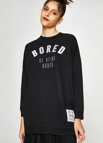 Long sweatshirt with embroidery and patches