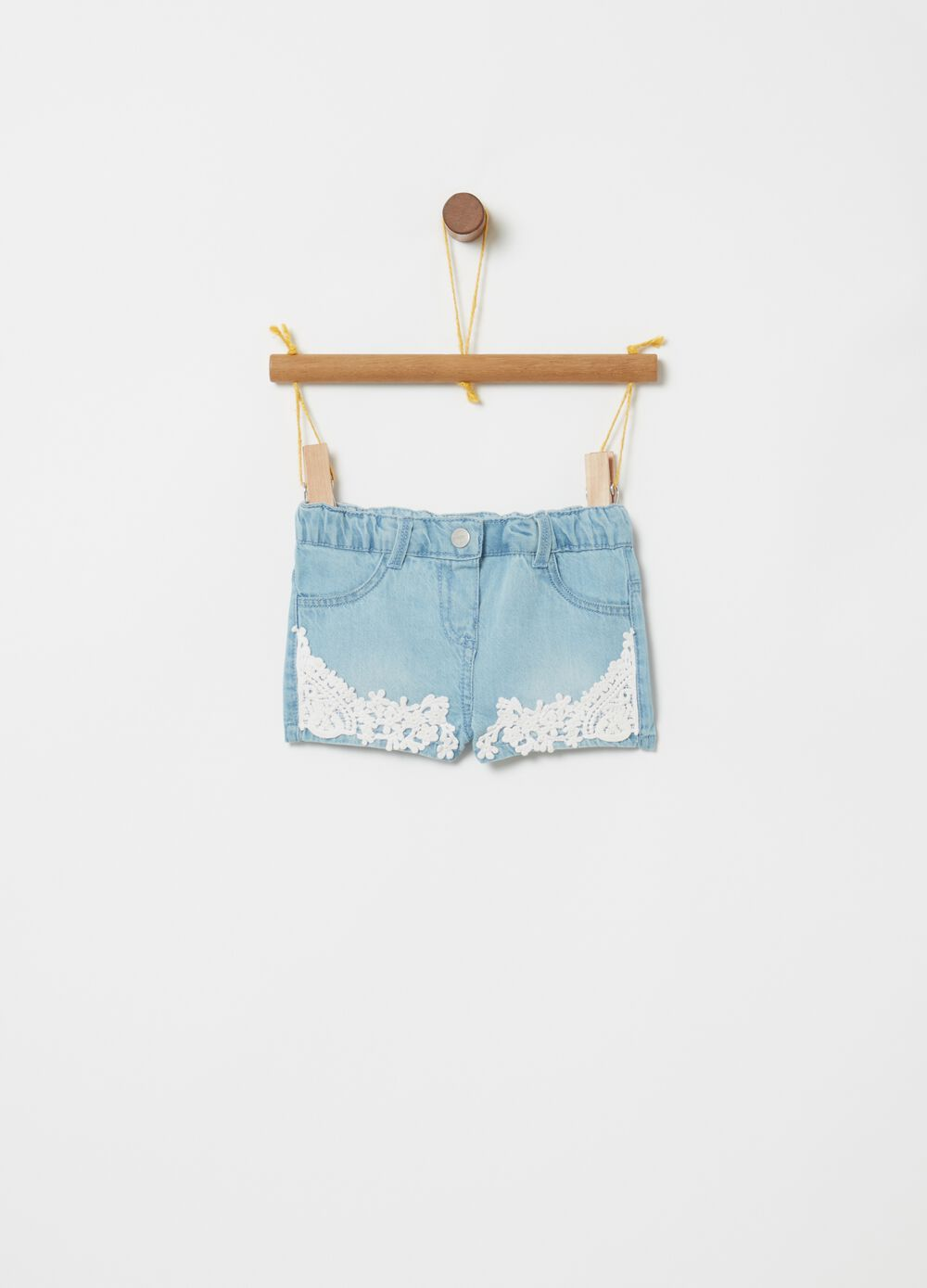 Light denim shorts with macramé application