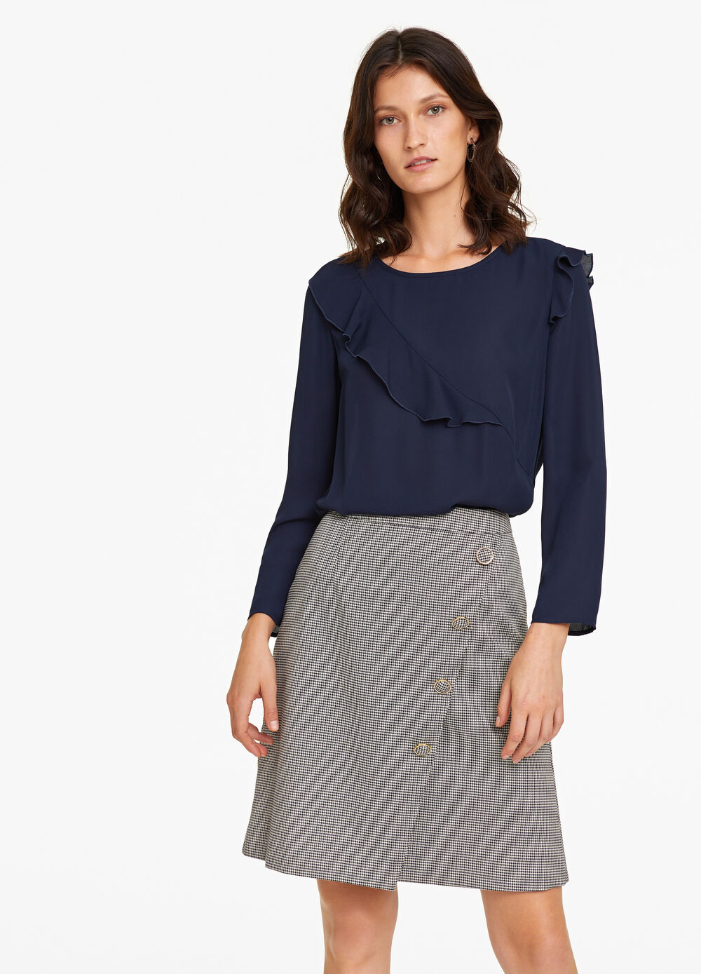 Blouse with round neck and flounce