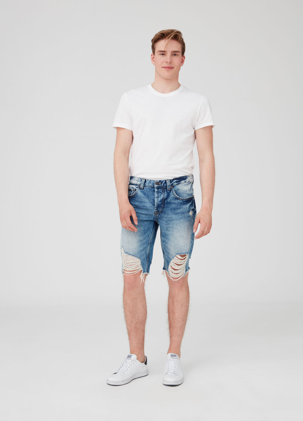 Shorts in denim slim fit con strappi