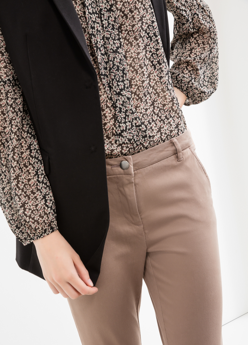 Solid colour stretch chino trousers image number null