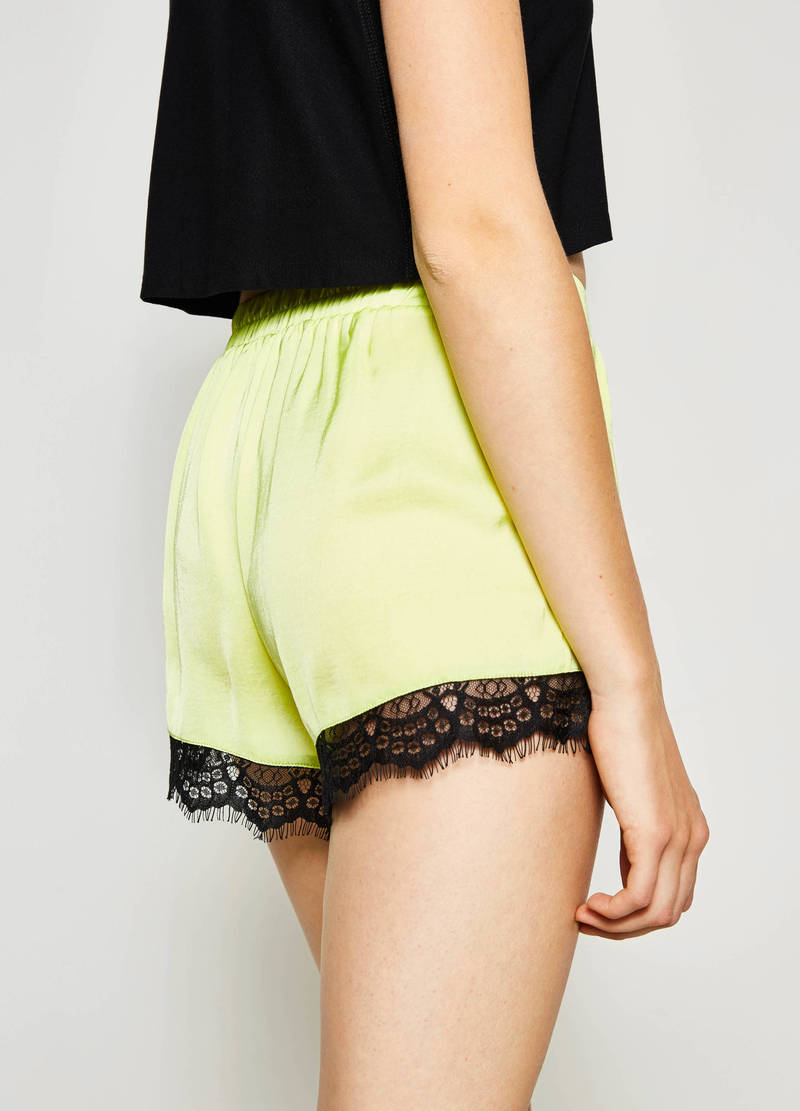 Shorts with lace on the hem image number null