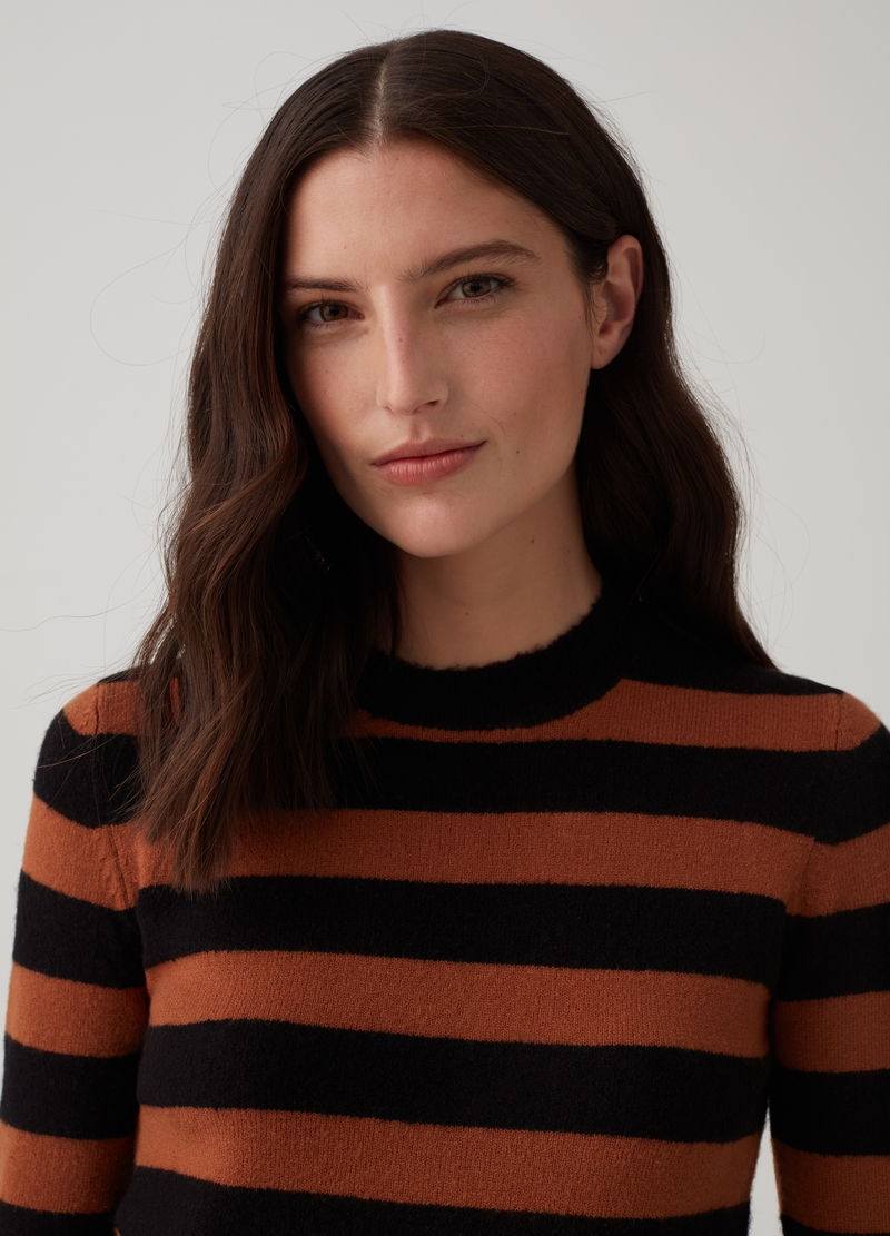 Top with long striped sleeves image number null