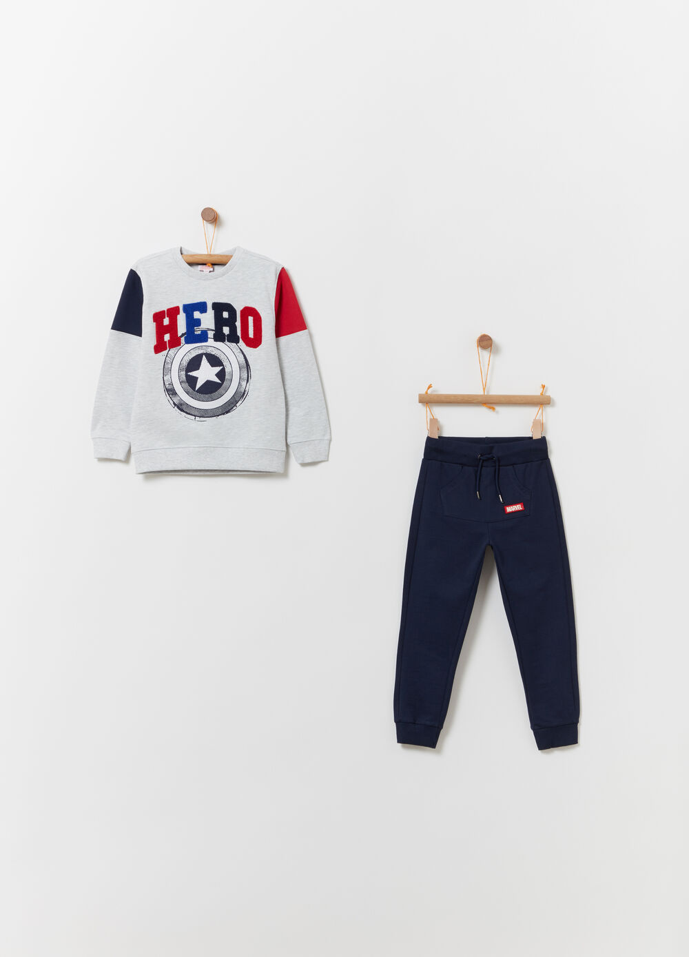 Marvel jogging set with inserts and 3D embroidery