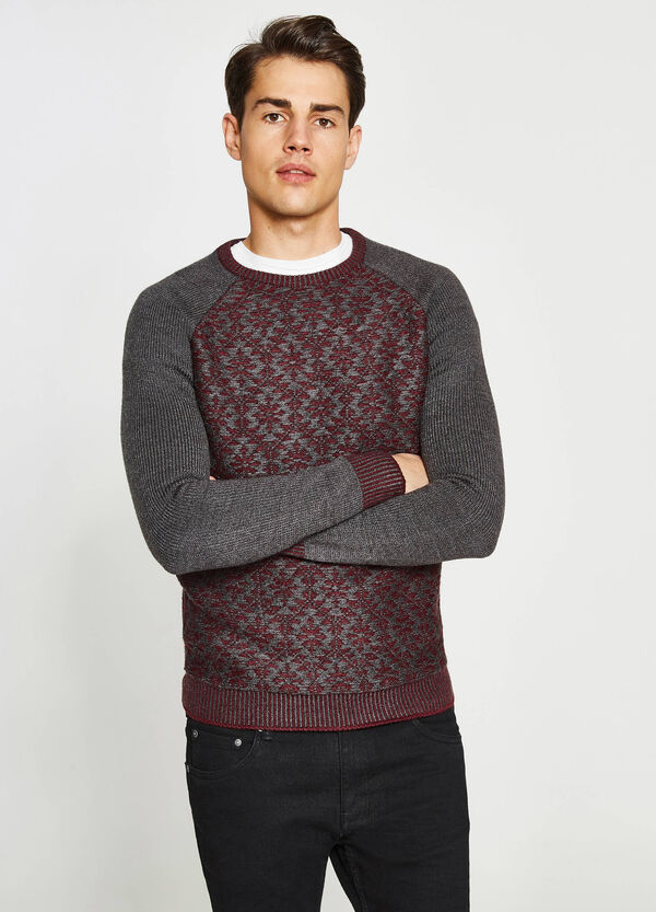 Patterned pullover with raglan sleeves