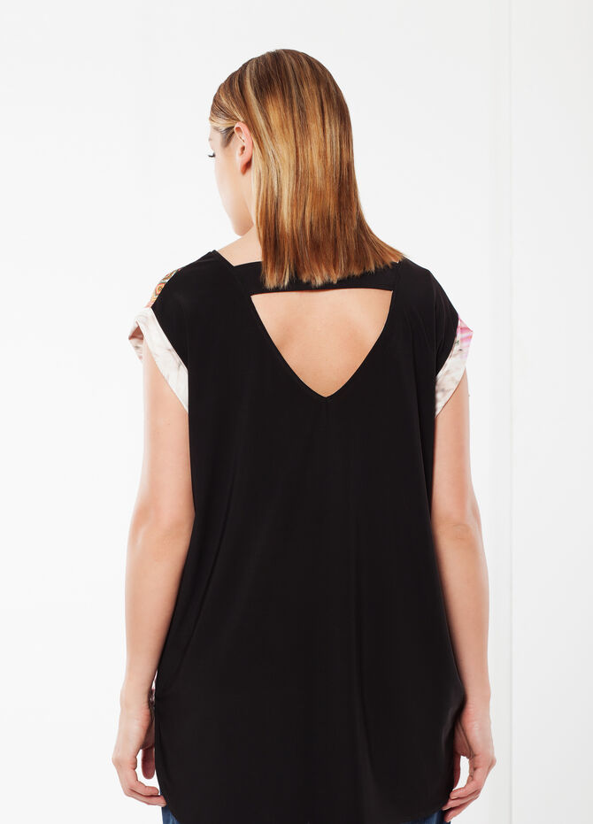 Curvy T-shirt with open back