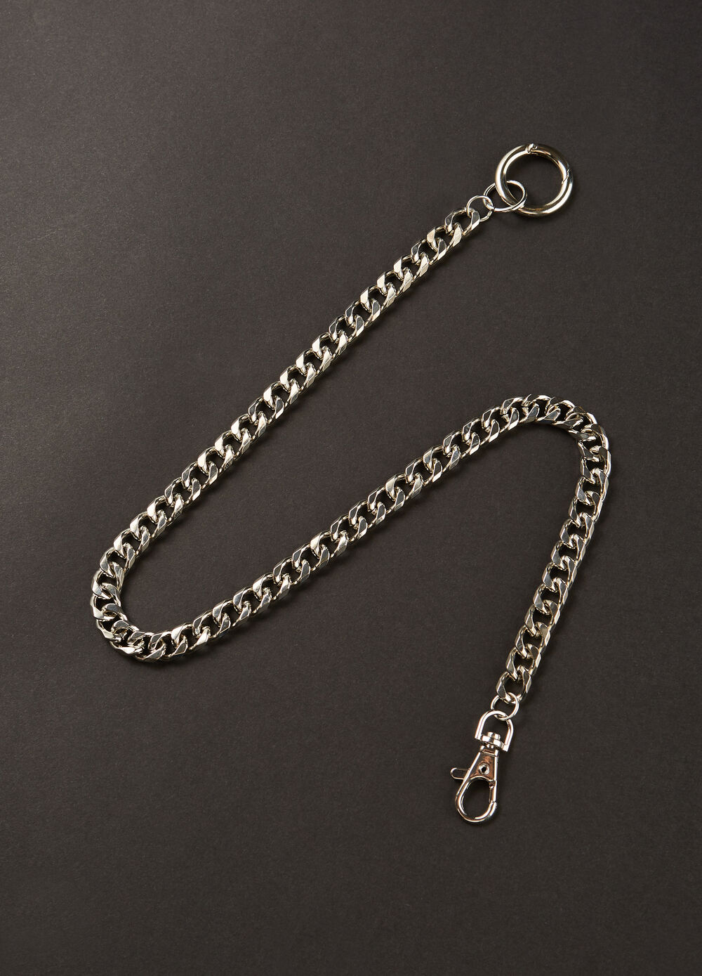Metal keyring with chain