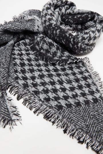 Large scarf with hounds' tooth pattern