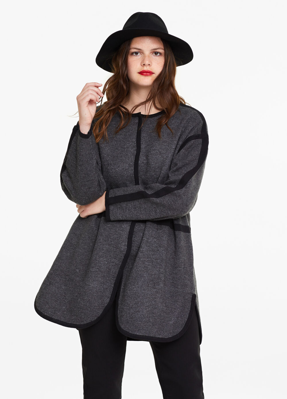 Curvy coat with trim