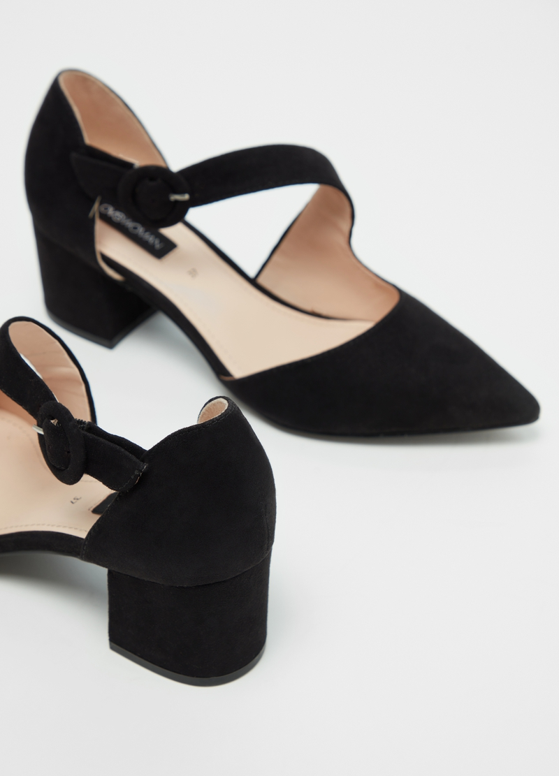 Solid colour pointed court shoe image number null