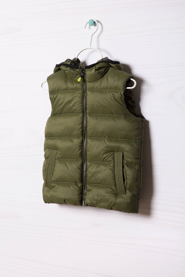 Camouflage quilted and hooded waistcoat | OVS