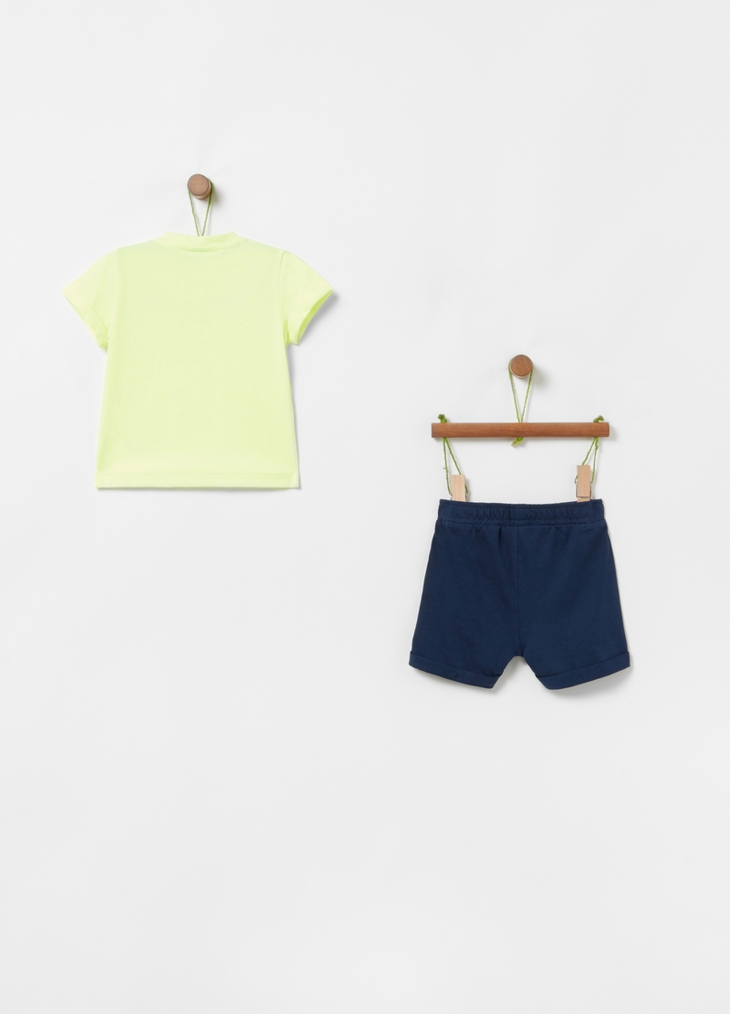 Solid colour T-shirt and shorts jogging set image number null