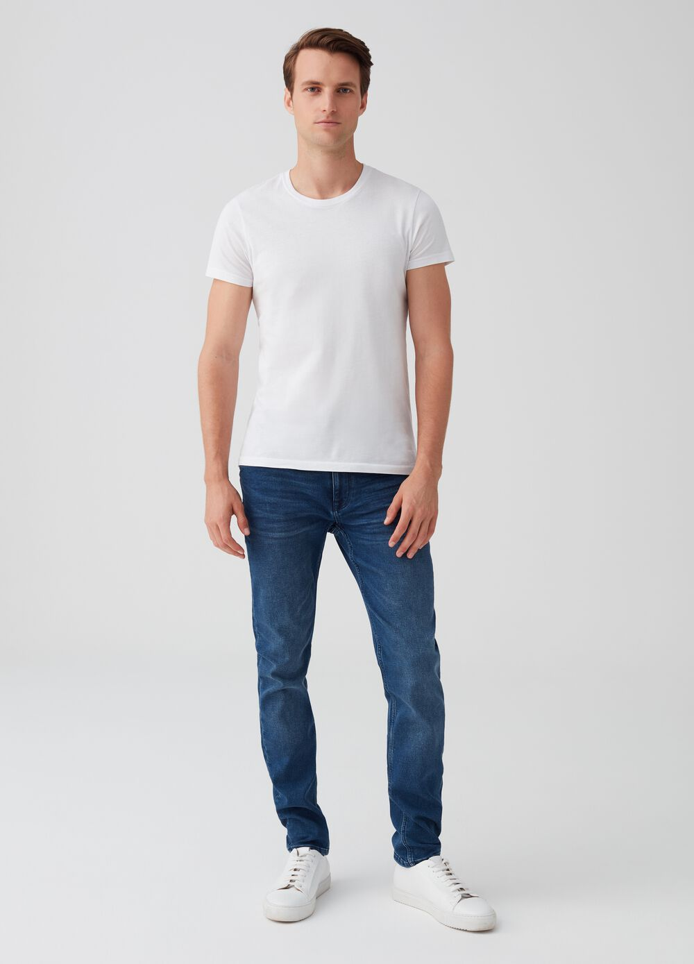 Skinny-fit stretch jeans with button