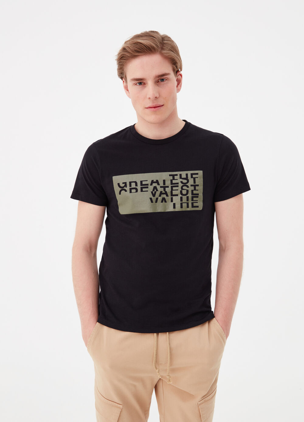 T-shirt with round neck and printed lettering