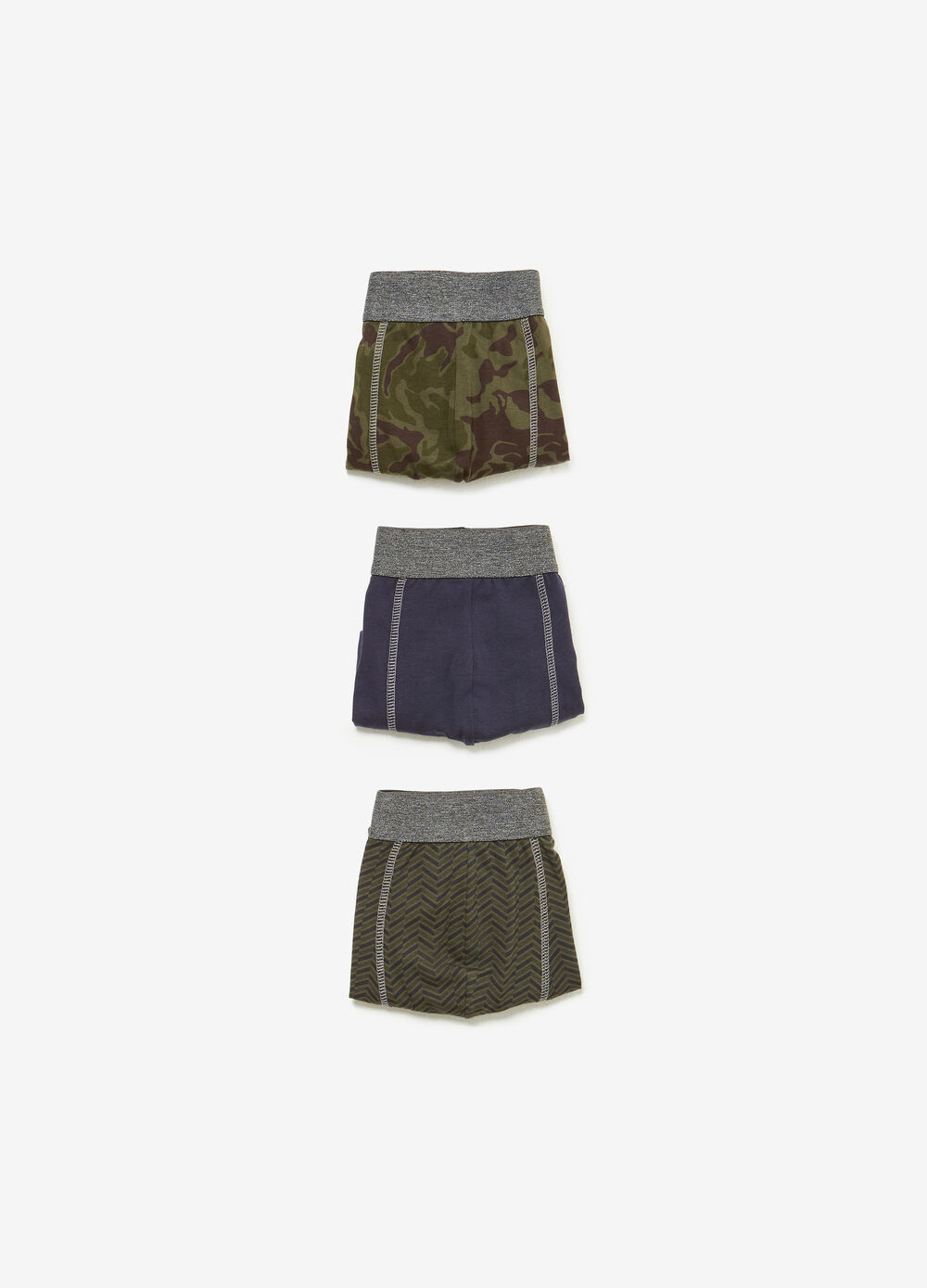 Three-pack solid colour and patterned stretch boxer shorts