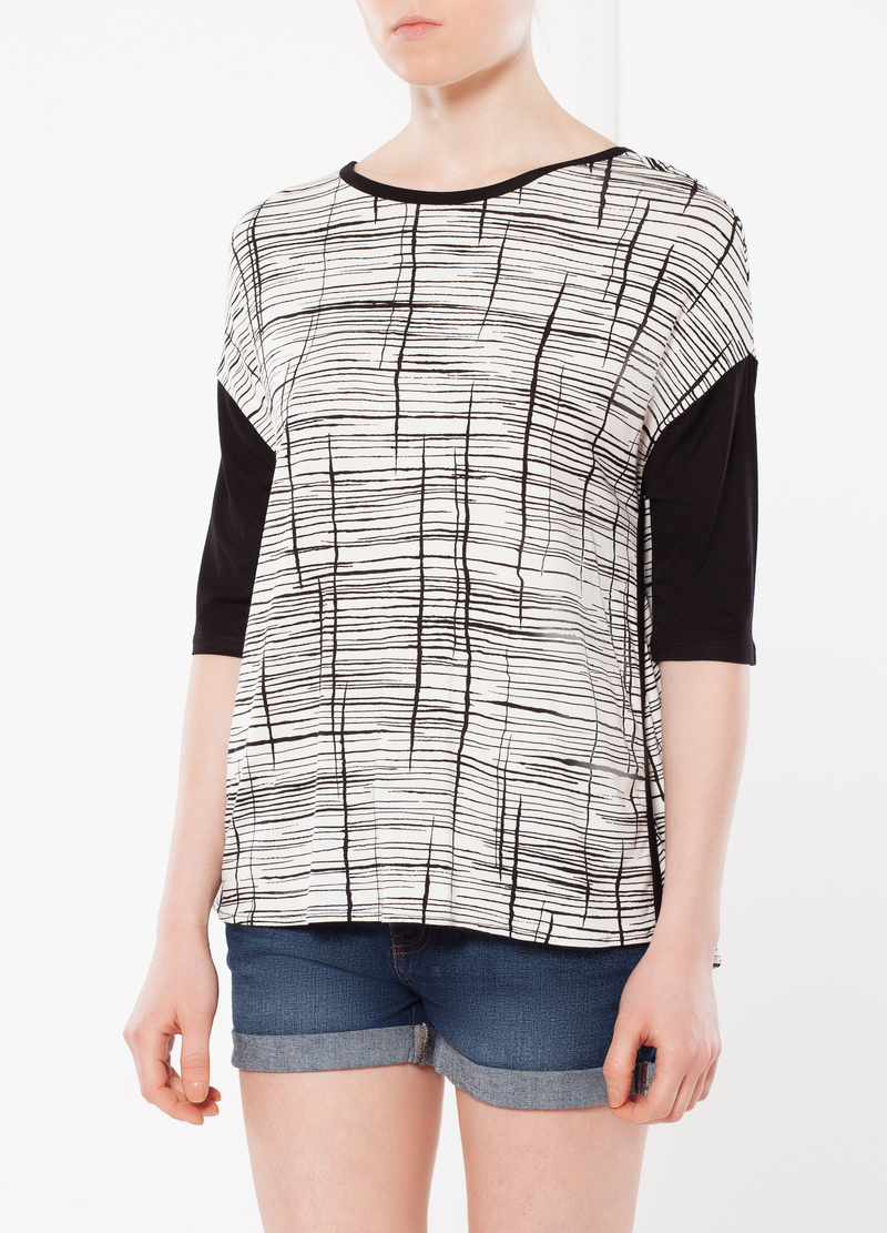 T-shirt with three-quarter sleeves. image number null