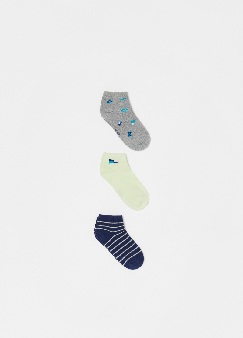Three-pair pack short socks with stripes and flags image number null