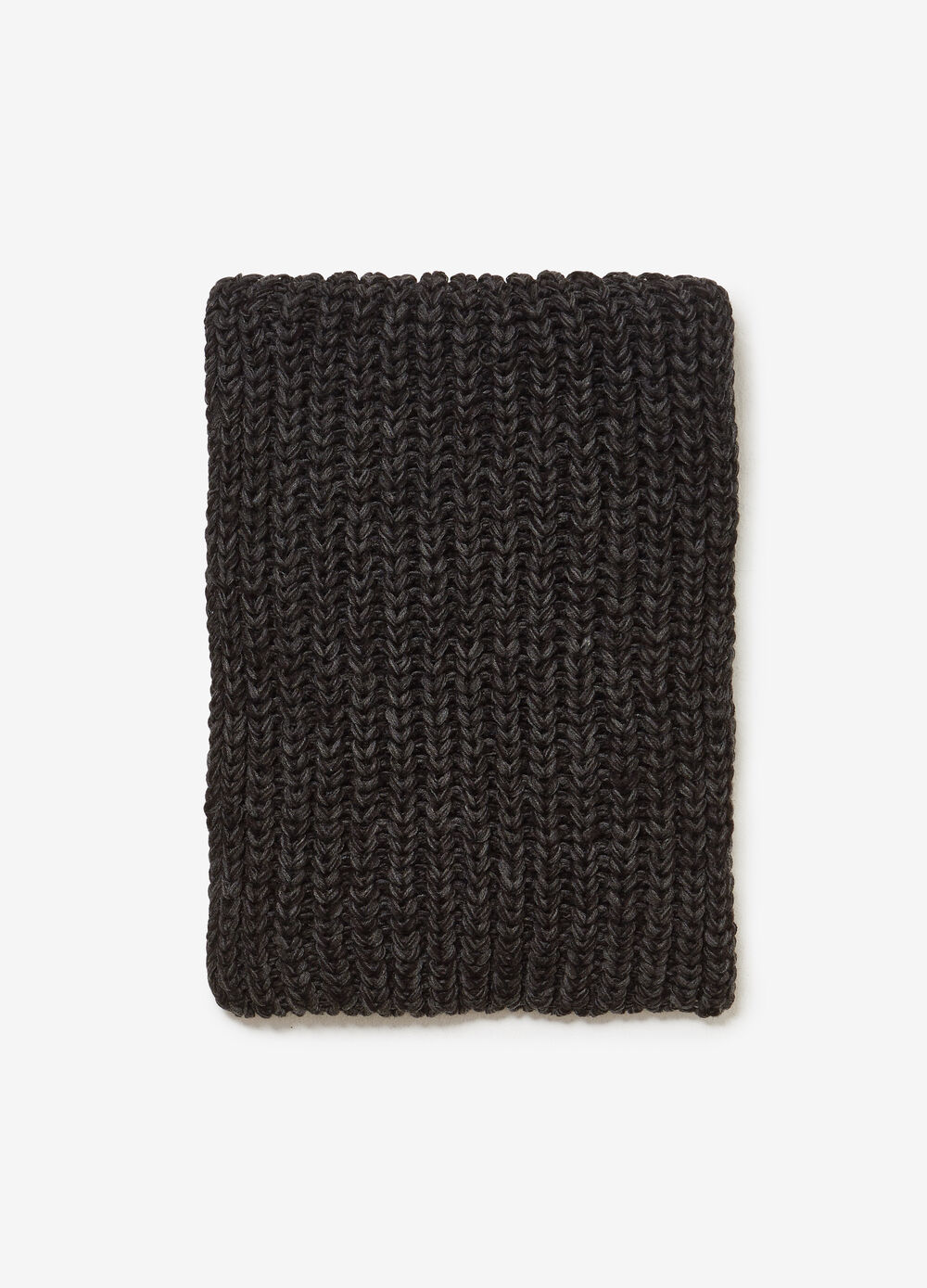 Solid colour ribbed knitted scarf