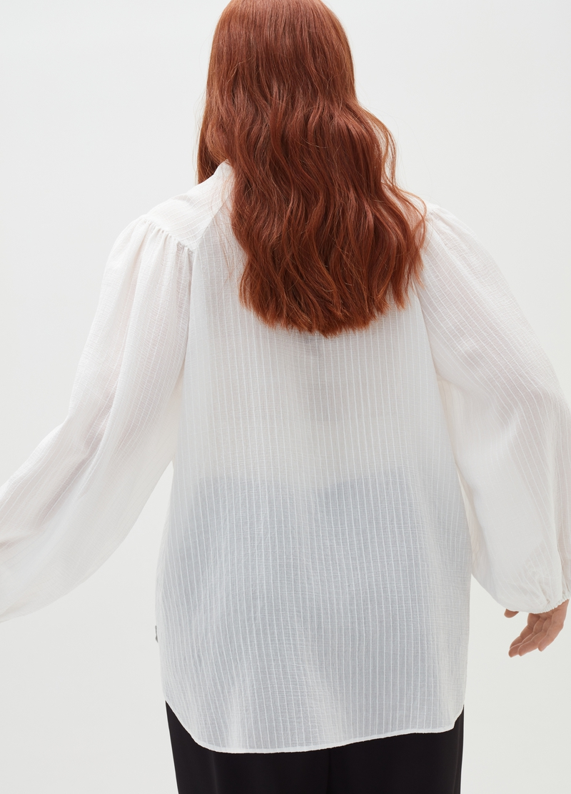 Curvy shirt with puff sleeves image number null