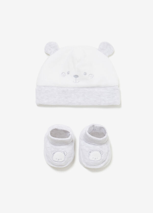 Set consisting of beanie cap and shoes