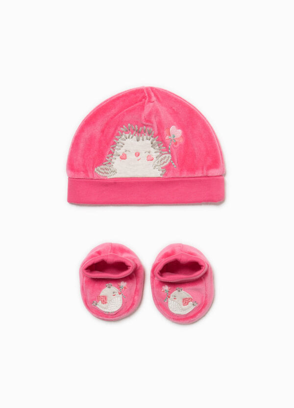 Set consisting of beanie cap and baby shoes | OVS