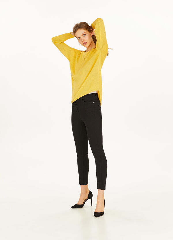 Knitted pullover with raglan sleeves