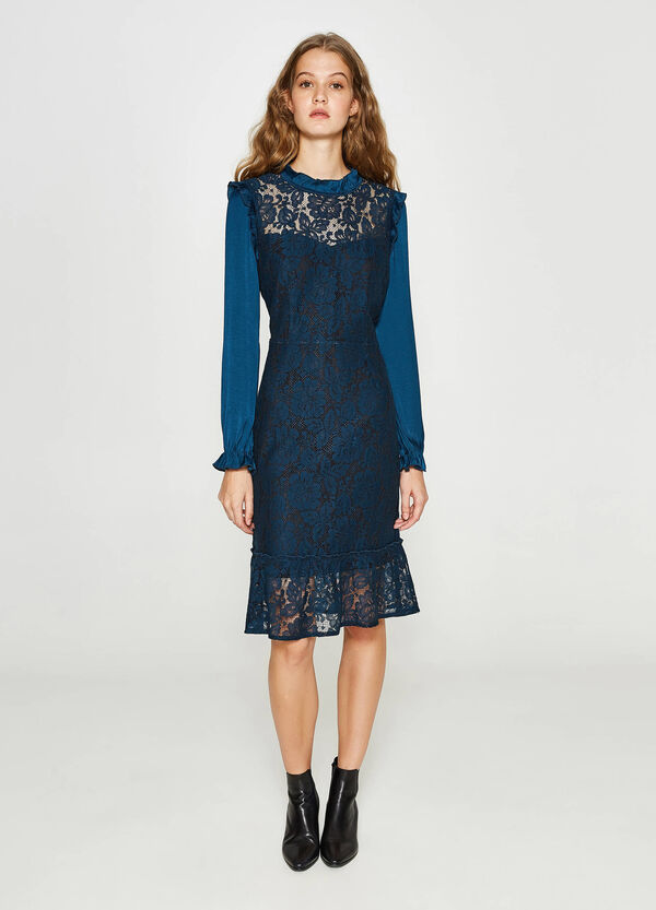 Dress in viscose and cotton lace